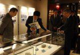 弘前大学資料館第11回企画展「下北の地形・地質とジオパーク –火山と六つの海が育んだ本州最北の大地−」を開催、むつ市長が資料館に来館されました